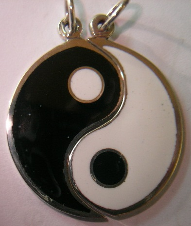 colgante yin-yang partido
