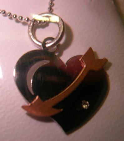 colgante corazon flecha